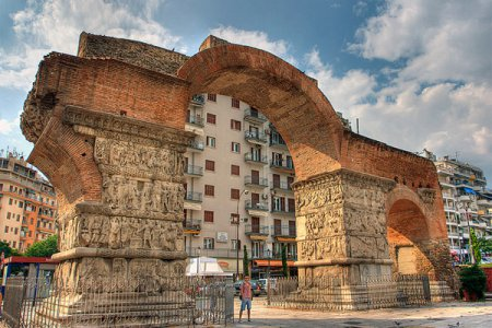 Триумфальная арка Галерия