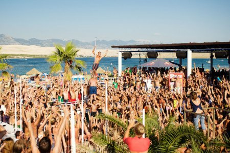 В Черногории пройдет 400 пляжных вечеринок