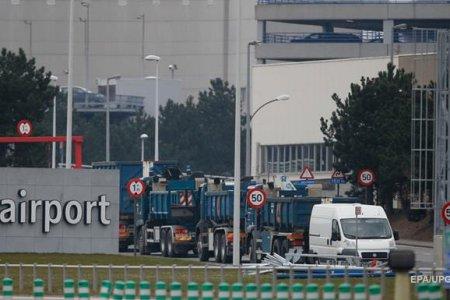 Аэропорт в Брюсселе закрыли до среды